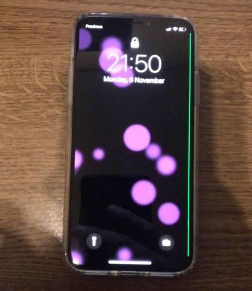 На дисплее у некоторых iPhone X появляется зелёная полоса