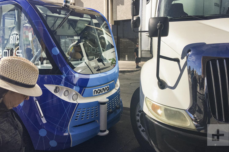 Причина аварии беспилотного автобуса в Лас-Вегасе — невнимательность человека - 3