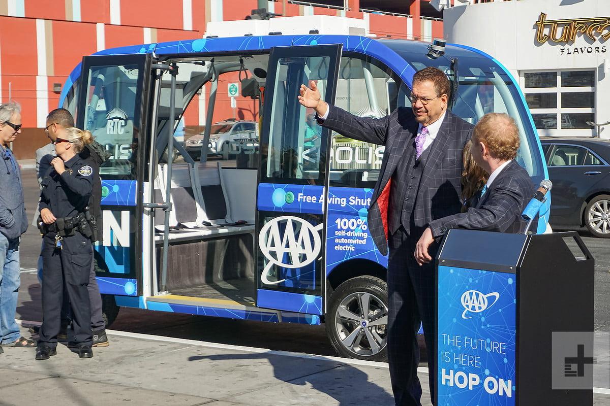 Причина аварии беспилотного автобуса в Лас-Вегасе — невнимательность человека - 1