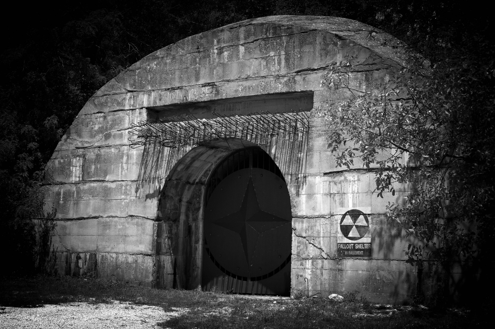 Храните свои сбережения…в бункере - 1