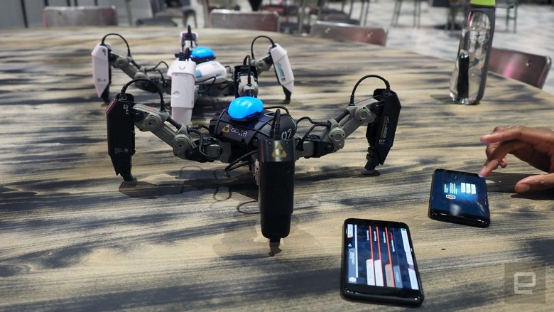 Робот MekaMon стоит 300 долларов