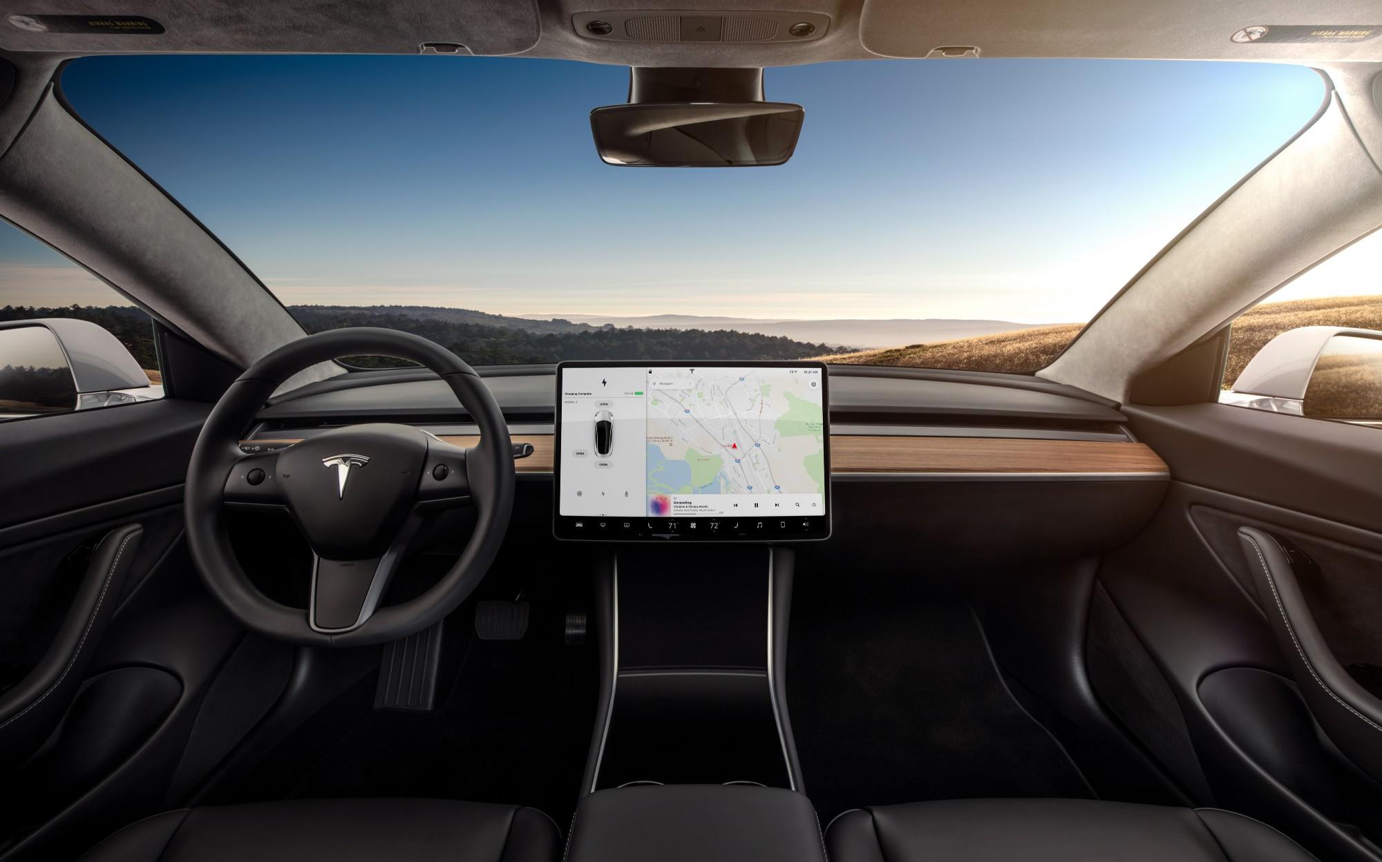 Футуристический пользовательский интерфейс новой Tesla Model 3 - 2