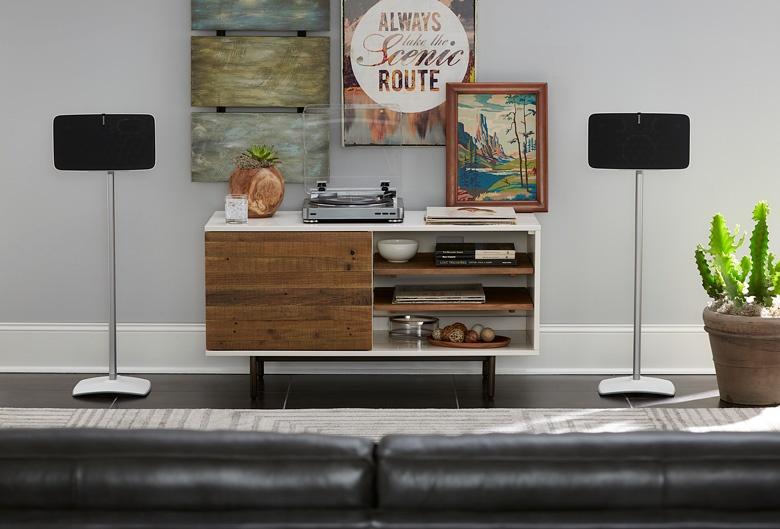 АС Sonos Play:5 можно закрепить на Sanus WSS51 горизонтально или вертикально