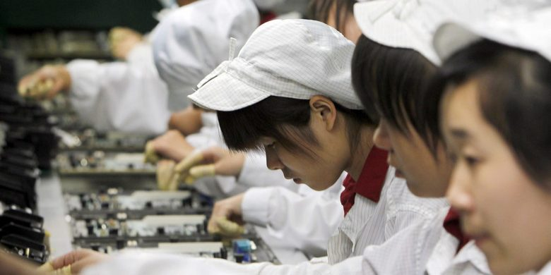 В сборке iPhone X на фабрике Foxconn участвовало 3000 школьников