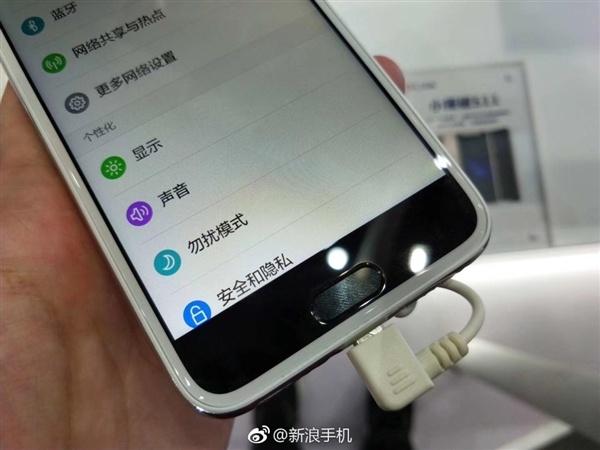 Смартфон Little Pepper S11 пытается копировать iPhone X, но у него это не получается