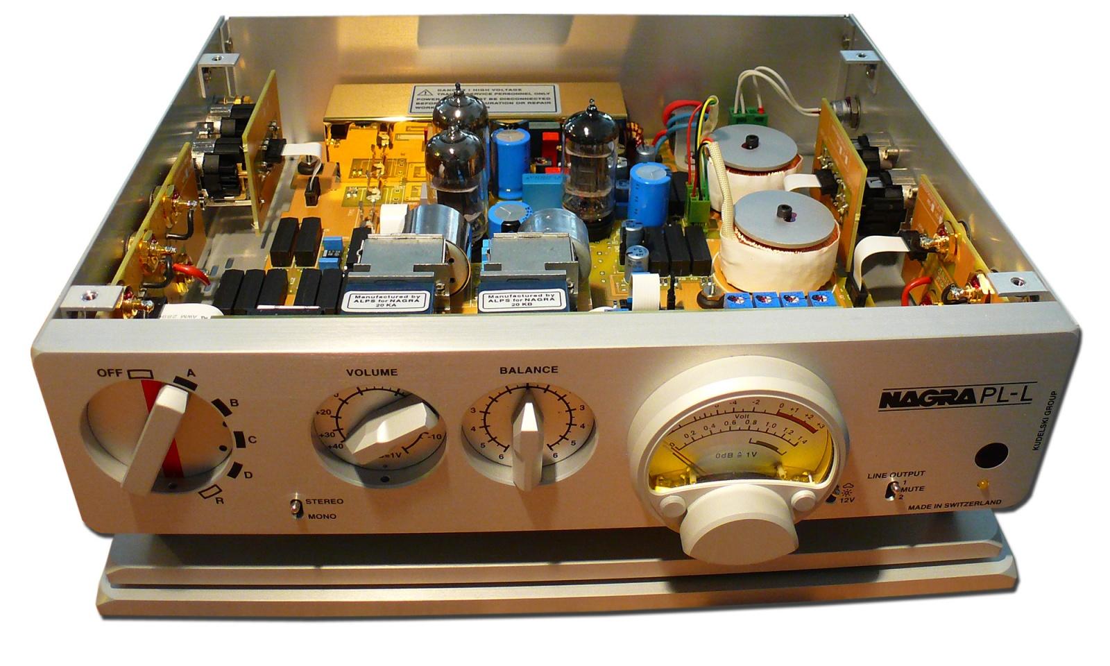 """Дизайн и звук: классика модерна, британский ответ Японии, кассетник """"космической эры"""" и брутальные швейцарцы - 12"""