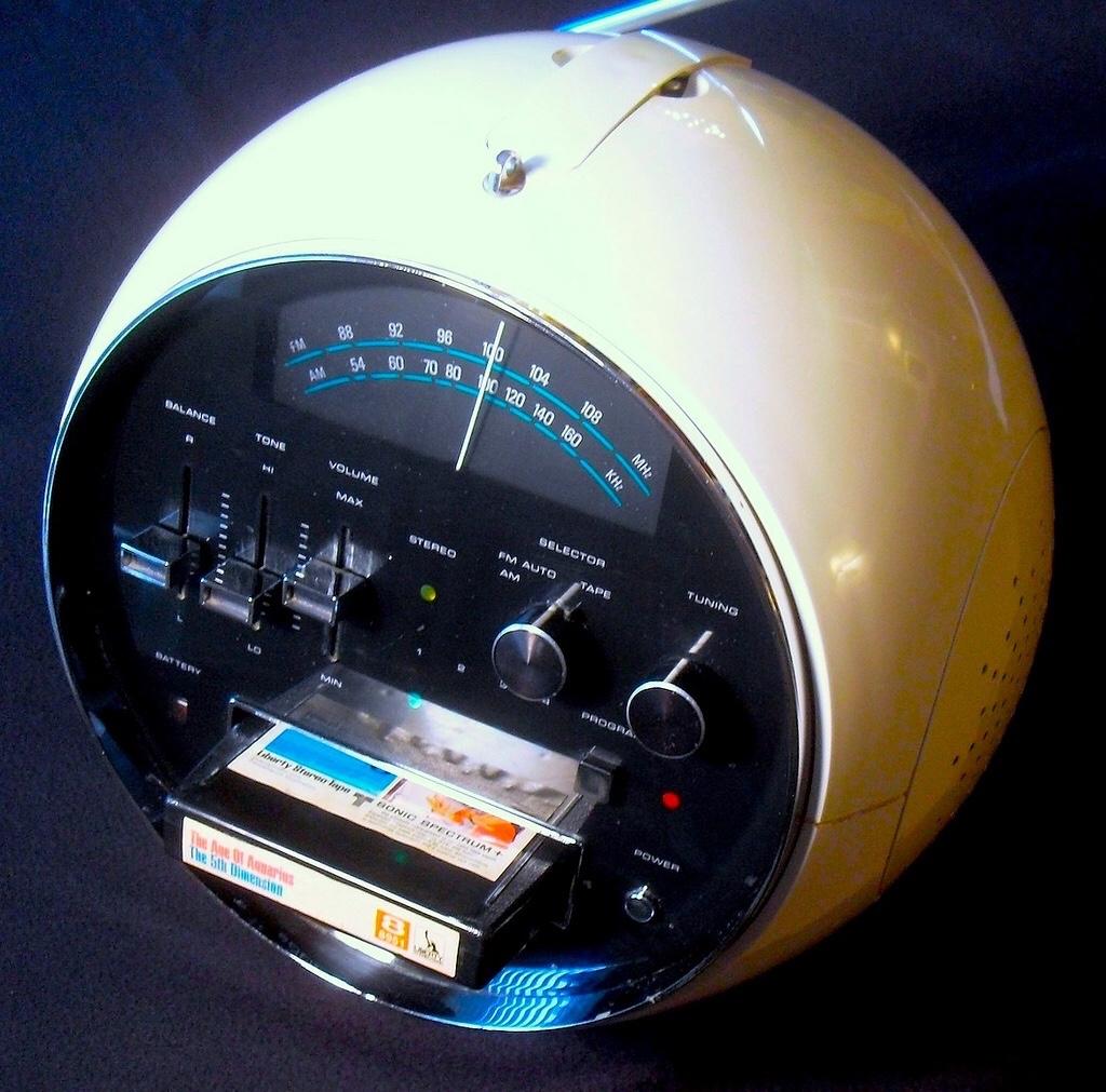 """Дизайн и звук: классика модерна, британский ответ Японии, кассетник """"космической эры"""" и брутальные швейцарцы - 8"""