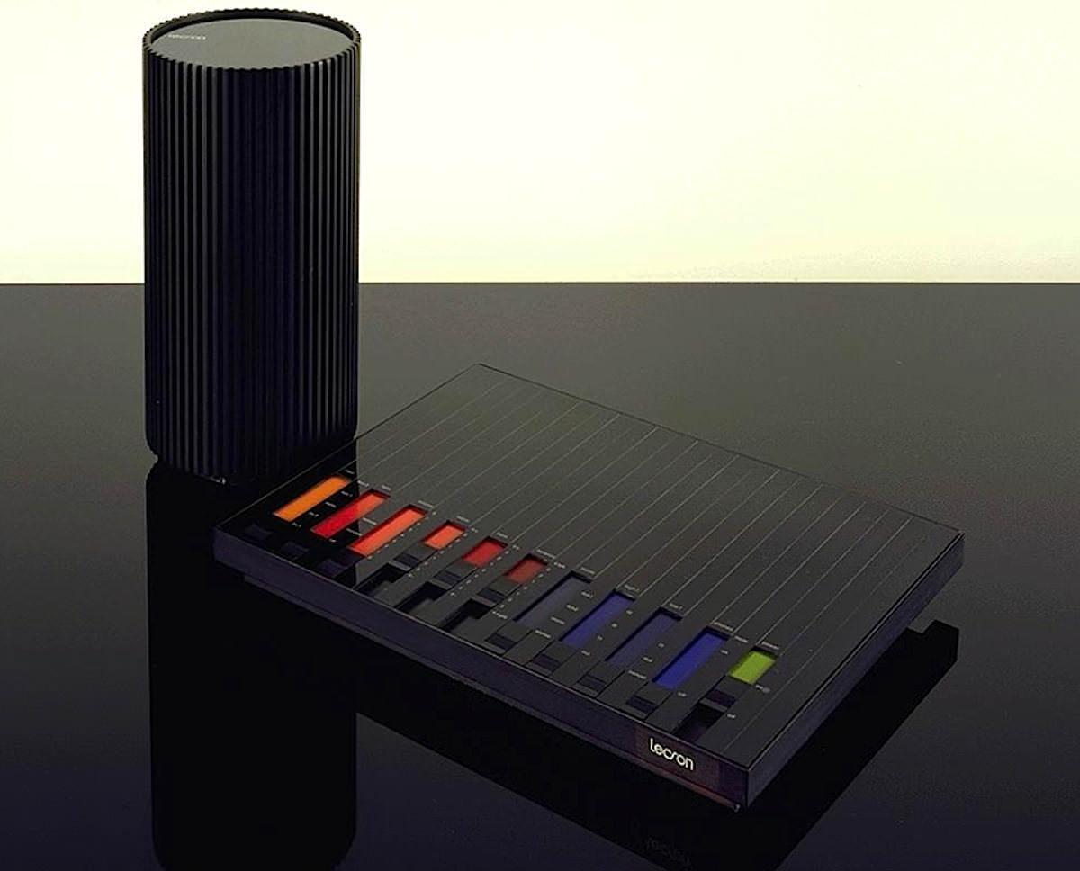 """Дизайн и звук: классика модерна, британский ответ Японии, кассетник """"космической эры"""" и брутальные швейцарцы - 1"""