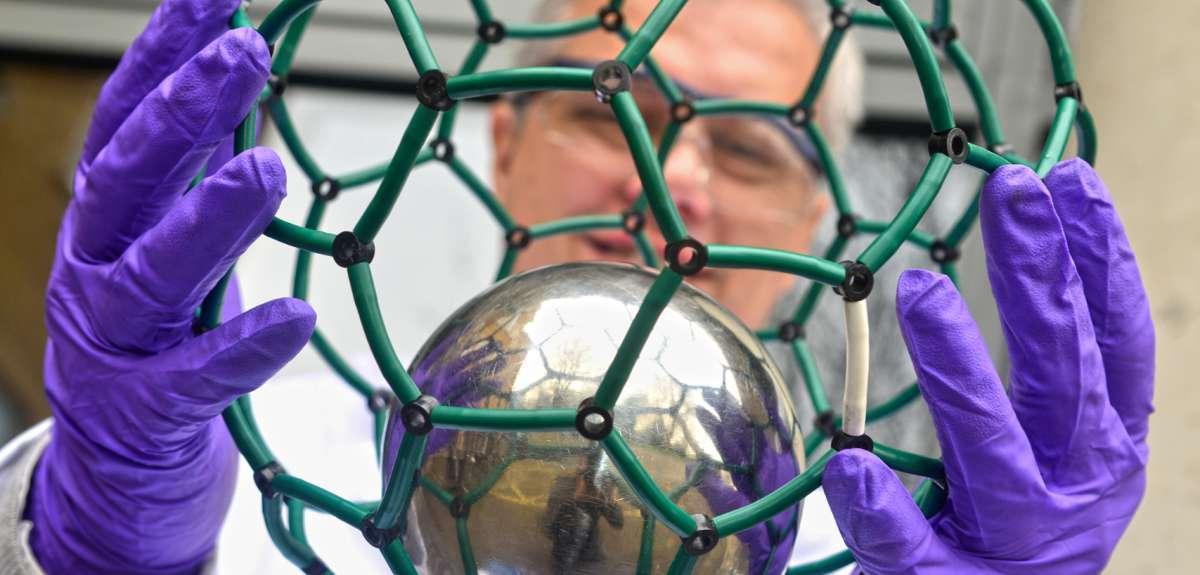 Самые маленькие атомные часы — азот в углеродной клетке - 1