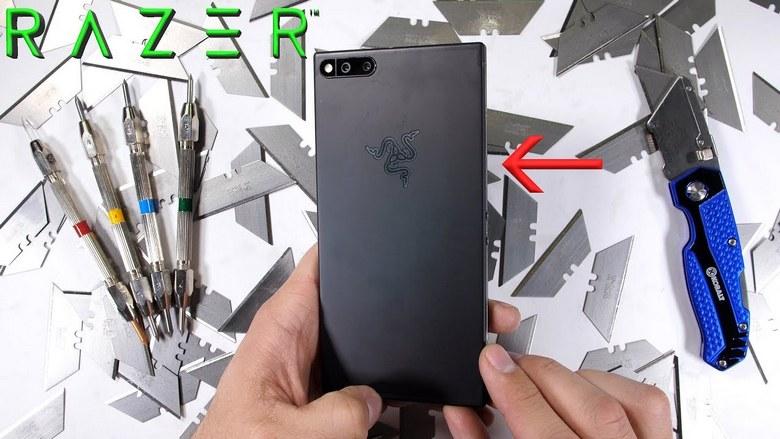Razer Phone можно погнуть руками