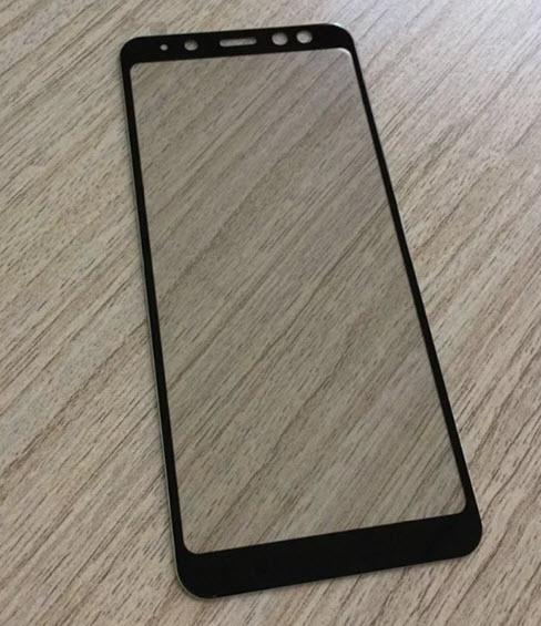 Фронтальная панель смартфона Samsung Galaxy A8 (2018) демонстрирует экран Infinity Display и сдвоенную камеру