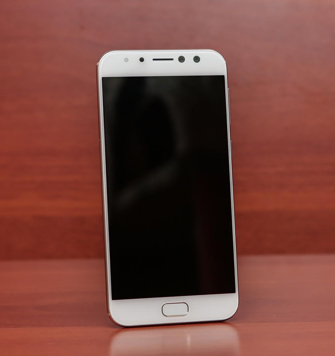 Обзор смартфона ASUS ZenFone 4 Selfie Pro - 10
