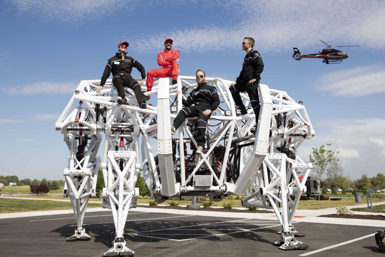 Подробности создания управляемого человеком спортивного робота весом 3600 кг - 2