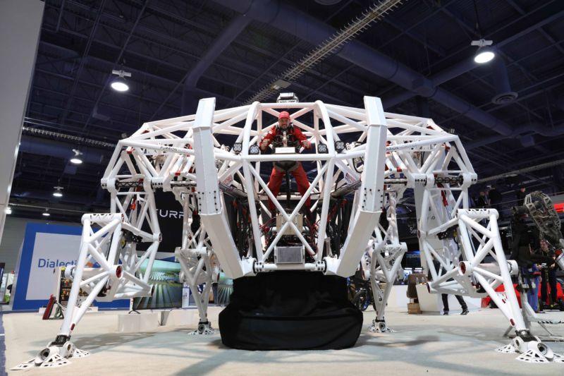 Подробности создания управляемого человеком спортивного робота весом 3600 кг - 1