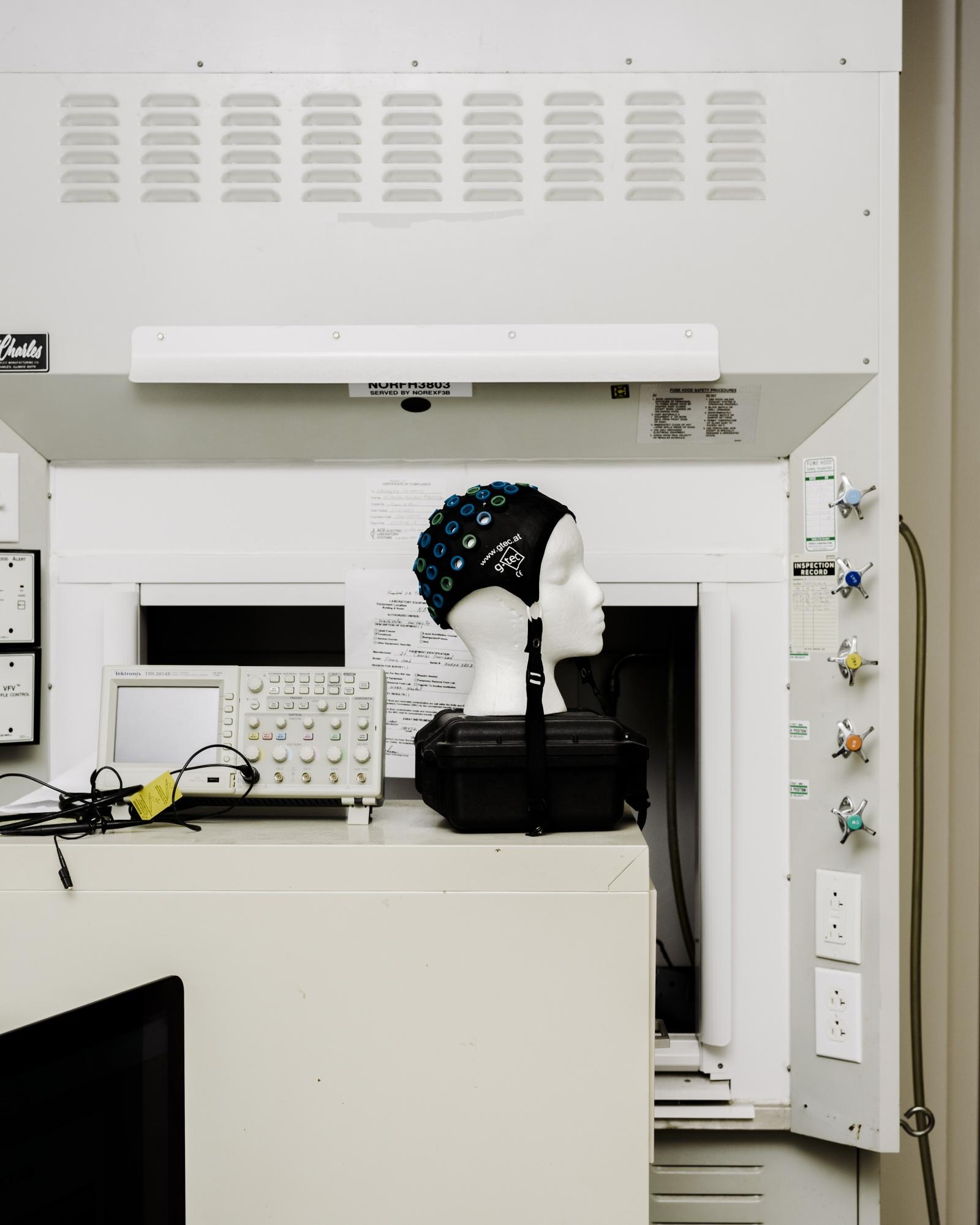 Хирург, собирающийся подключить вас к интернету через мозговой имплантат - 12