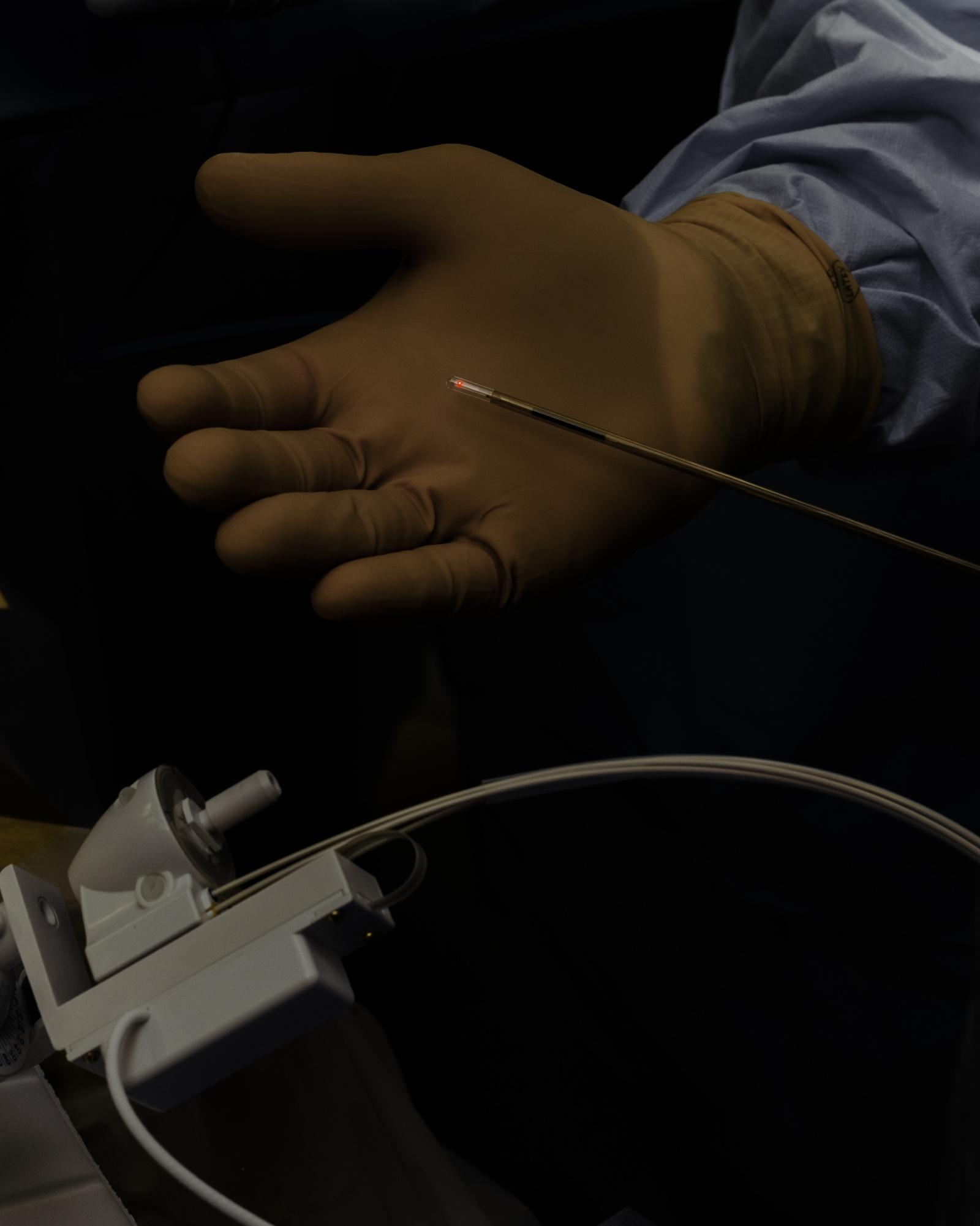 Хирург, собирающийся подключить вас к интернету через мозговой имплантат - 7