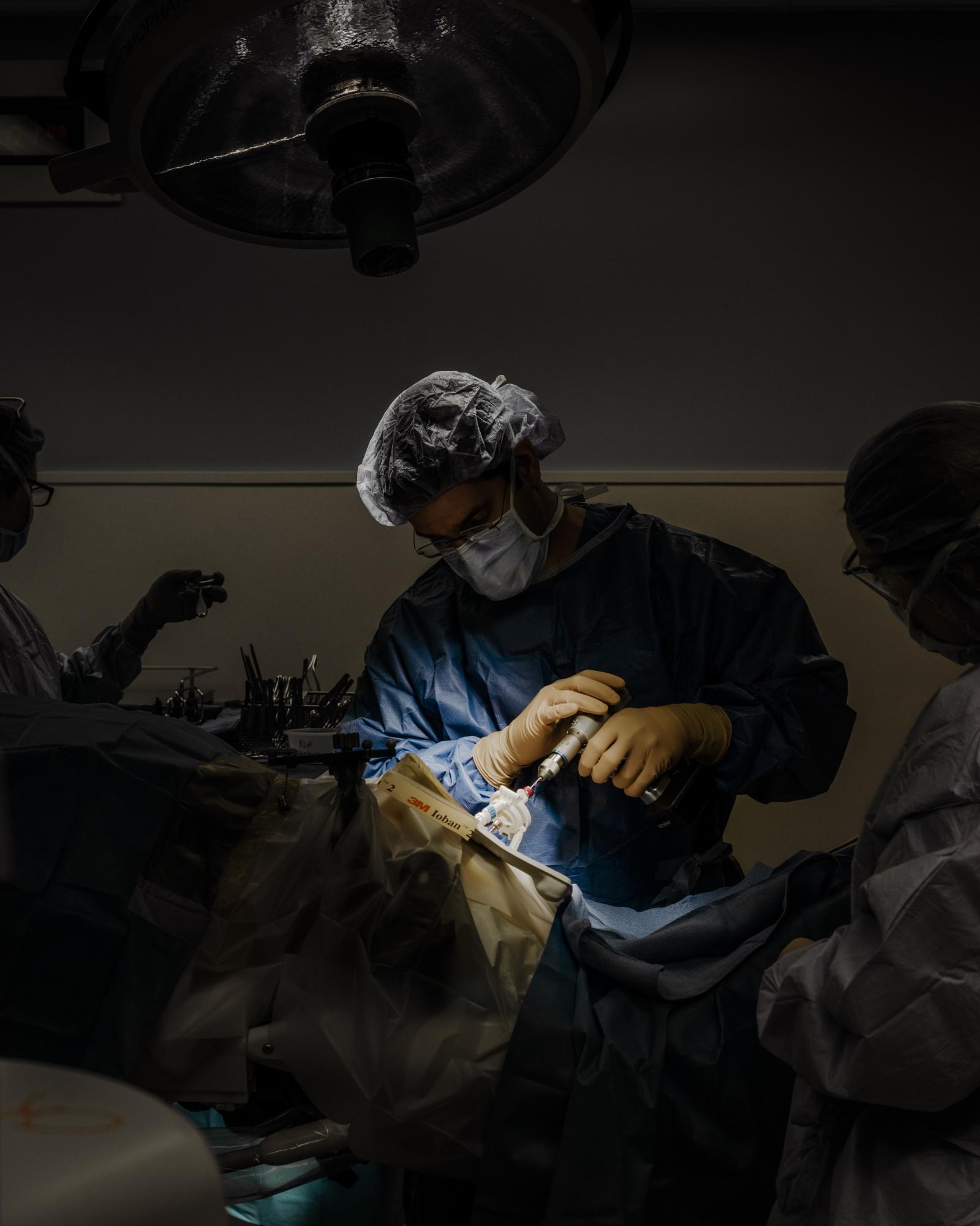 Хирург, собирающийся подключить вас к интернету через мозговой имплантат - 8