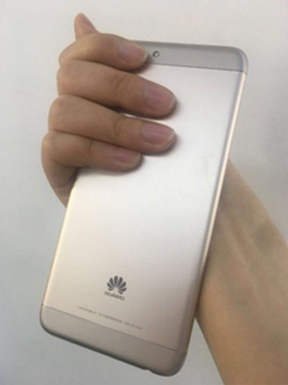 В оснащении устройства можно выделить сдвоенную основную камеру с модулями разрешением 13 и 2 Мп