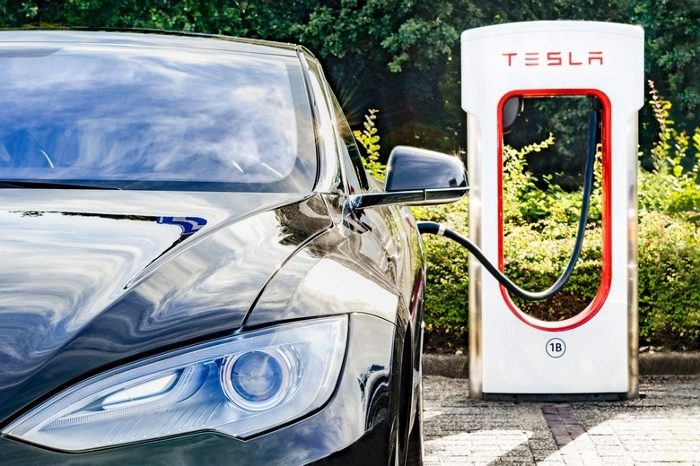 Зарядные станции Supercharger не должны использоваться коммерческими авто
