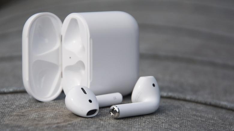 Новые AirPods компания Apple выпустит осенью