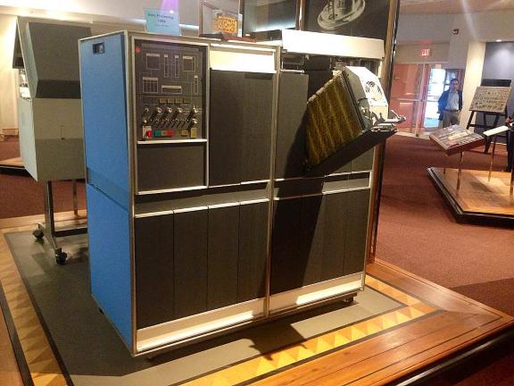 Рисунок 2. IBM 1401 в Центре истории и наследия Эндикотта.