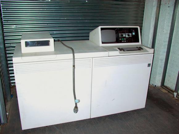 Рисунок 6. Средний компьютер IBM System/38