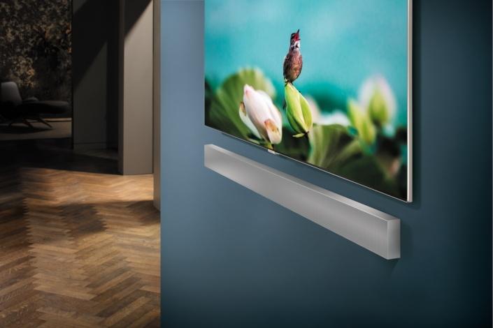 Звуковая панель Samsung NW700 Soundbar Sound+ толщиной 53,5 мм предусматривает крепление на стену