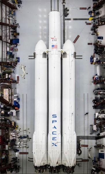 Илон Маск опубликовал фотографии Falcon Heavy