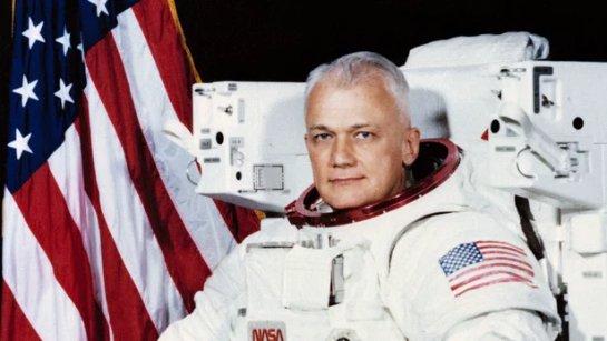 Первый космонавт, летавший в открытом космосе, умер в возрасте 80 лет