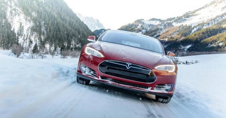 Tesla оригинально поздравила своих клиентов с Рождеством