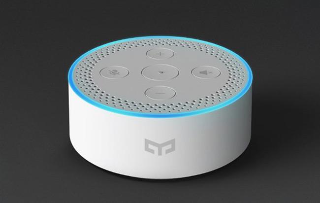 Умная акустическая система с голосовым помощником Yeelight Voice Assistant очень похожа на Amazon Eco Dot, а стоит она $30