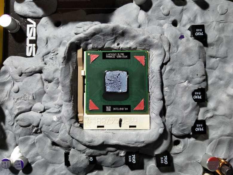 Мобильный CPU Intel Celeron поколения Northwood разогнали до 4,5 ГГц