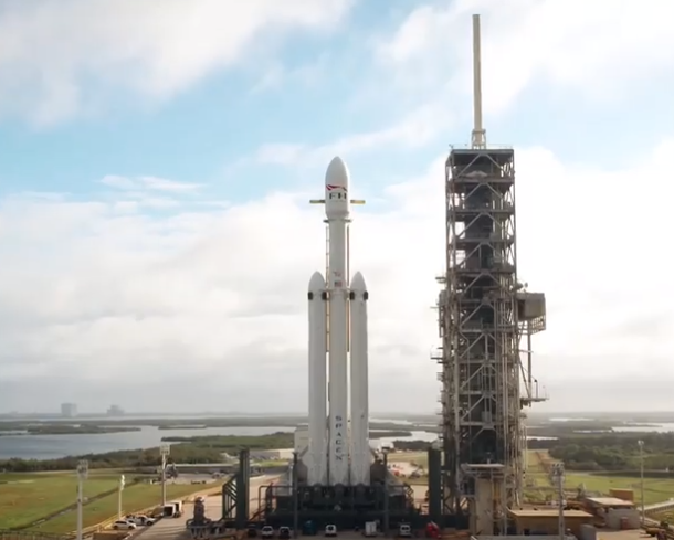 SpaceX поделилась видео с Falcon Heavy