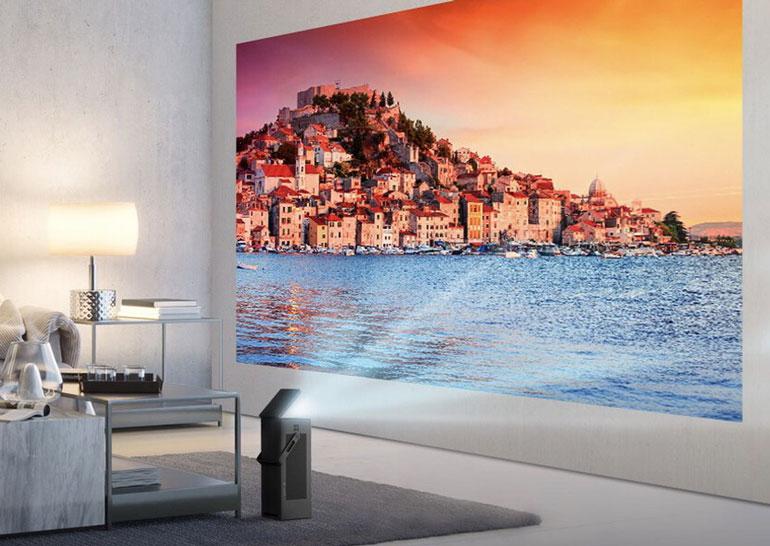 Проектор LG HU80KA выводит картинку разрешением 4К на экран диагональю до 150 дюймов