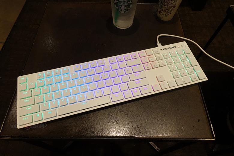 Клавиатура Tesoro Gram XS показана на CES 2018
