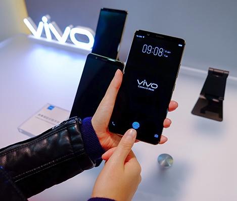 Vivo показала готовый к массовому производству смартфон с подэкранным сканером отпечатков пальцев, не рассказав о нем практически ничего - 1