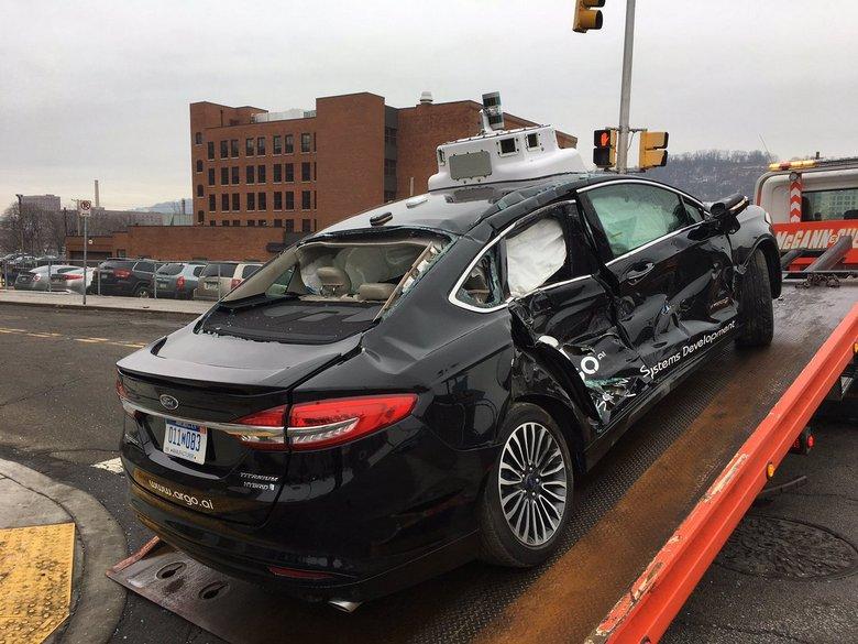 Беспилотный автомобиль Argo AI попал в аварию