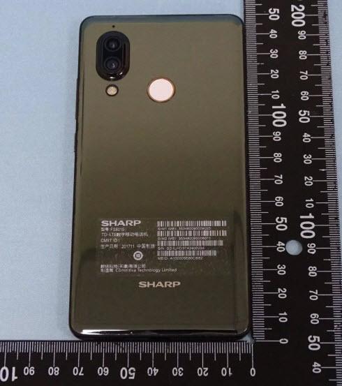 Реальные фотографии смартфона Sharp Aquos S3 подтверждают вырез в верхней части дисплея