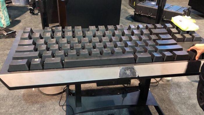 Razer показала огромную механическую клавиатуру на CES 2018