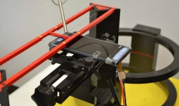 Опубликована фотография смартфона Sony Xperia XZ2 на тестовом стенде