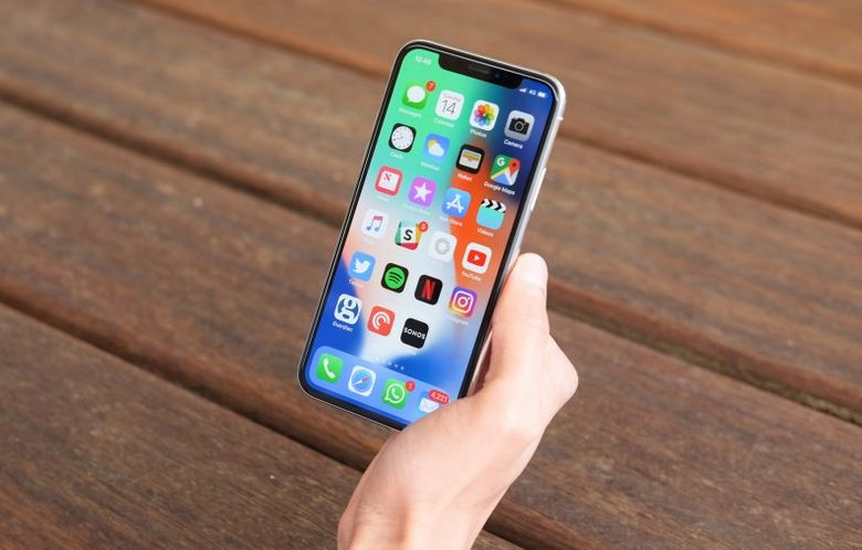 Продажи iPhone снизились, но выручка выросла