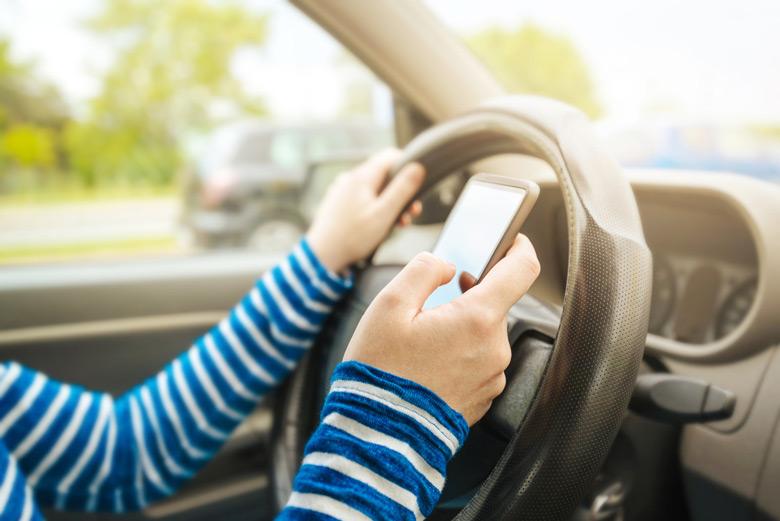Всплеск смертей из-за аварий, связанных со смартфонами, побудил законодателей к решительным мерам