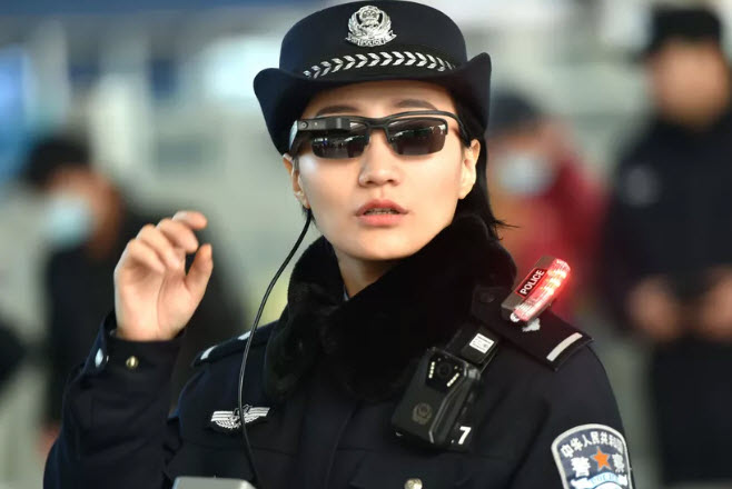 Китайская полиция использует умные очки для того, чтобы быстрее находить нарушителей закона