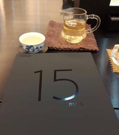 В линейке Meizu 15 выйдут не два, а три смартфона