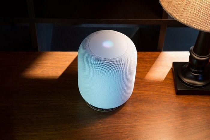 20-долларовая подставка Pad & Quill убережет мебель от следов АС Apple HomePod