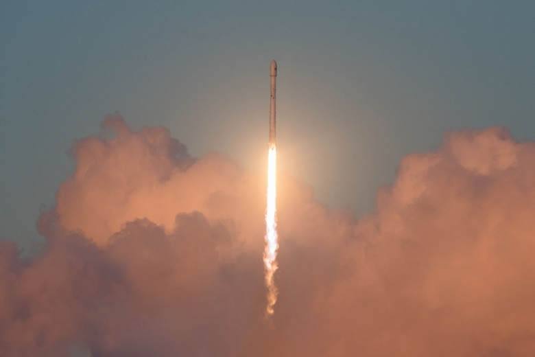 Завтра SpaceX выведет на орбиту тестовые спутники Microsat-2a и Microsat-2b