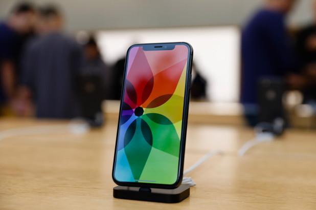 Apple виновата в перепроизводстве экранов OLED компанией Samsung