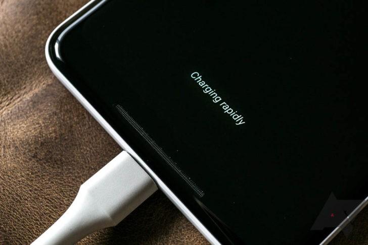 При температуре ниже 20 °С скорость зарядки смартфонов Google Pixel 2 XL резко падает