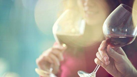 Красное вино помогает бороться с болезнью десен
