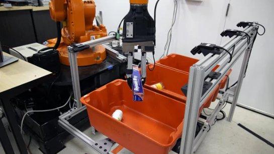Роботизированная рука может захватывать «случайные» обьекты